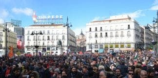 tio pepe square crowd e