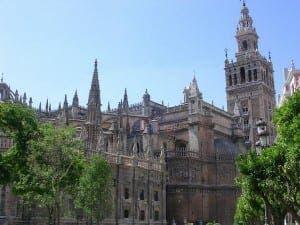 ICONIC: Seville's La Catedral y la Giralda