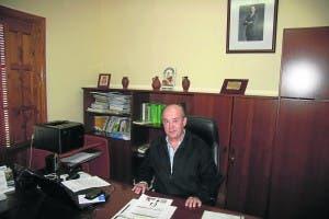 CAMPAIGNER: Mayor Escalona