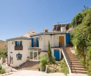 This property in Alozaina is available through Grapevine properties