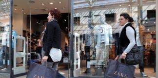 Retail Tourists shopping