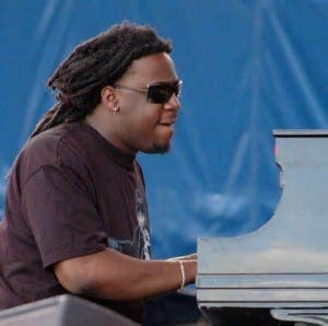 PERFORMING: Robert Glasper