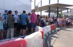 Queues reached up to an hour