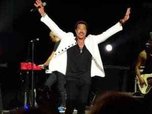 Lionel Richie performs  'We are the world'