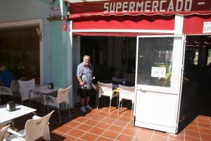 Freddie Starr at the local La Cala supermarket