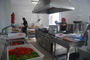 Nuevo Hogar Betania feeds the homeless and vulnerable