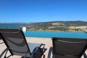HOTEL ARRIADH: An amazing infinity pool