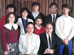 FAMILY BUSINESS: This 1986 family photo shows Jordi Pujol with wife Marta Ferrusola and their eight children. Oldest son Jordi is behind them in the blue shirt