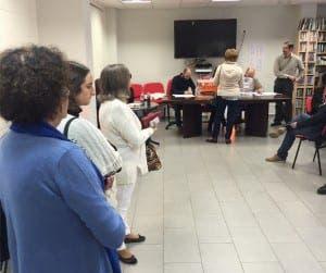 QUEUES: Spaniards wait to cast votes