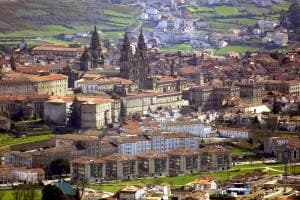 The city of Santiago de Compostela with, in the middle, the city's cathedral dominating the skyline. Image source: tusojos.es