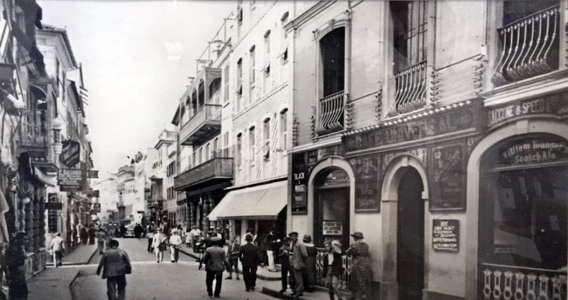 0054a8e88 Rock around the shops in Gibraltar - Olive Press News Spain