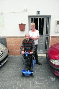 John and Deborah Gray outside their Alhaurin el Grande home
