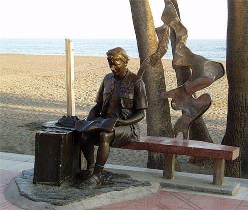 mural statue beach este