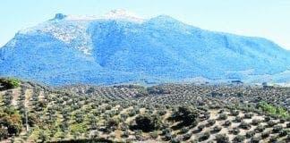 PS cortijo and mountain  e