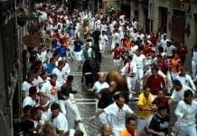 Pamplona fights festival urine e
