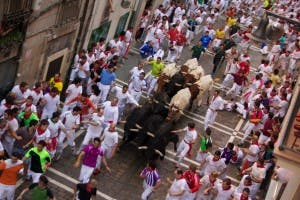 Running_of_the_Bulls_on_Estafeta_Street