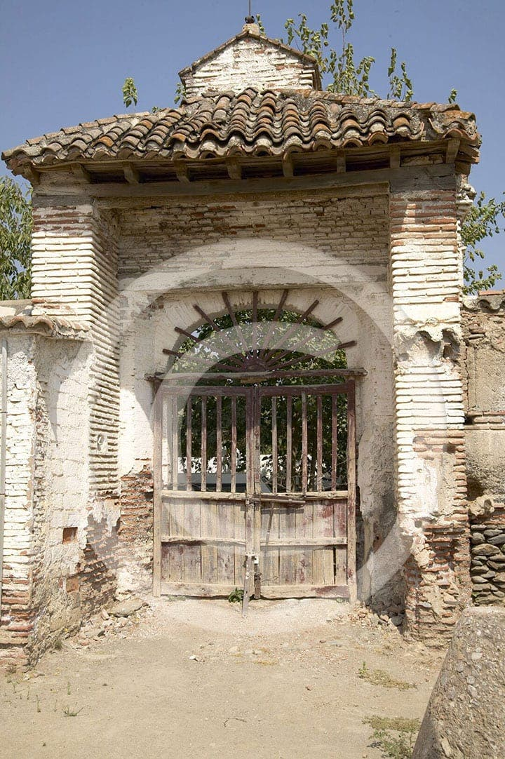 olive press spain orgiva main gate