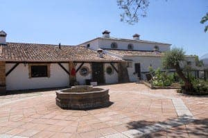 RONDA PROPERTIES: Country house, pool, three houses, 10 stables. REF: 78201. €1,600,000