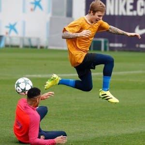 Justin Bieber visits FC Barcelona