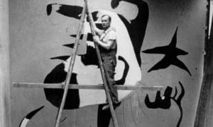 joan-miro-paints-his-mural-the-reaper-at-the-spanish-pavilion-in-1937