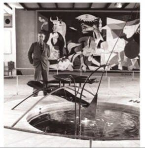 picasso-with-guernica-at-the-expo