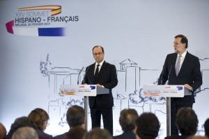 Francois Hollande and Mariano Rajoy speak at the Pompidou Centre in Malaga