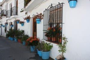 main-piece-mijas-street-with-flower-pots