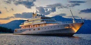 HOUSE OF RISING SUN: Yacht Obama partied on docks in Palma