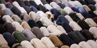 muslims pray mosque exlarge  e
