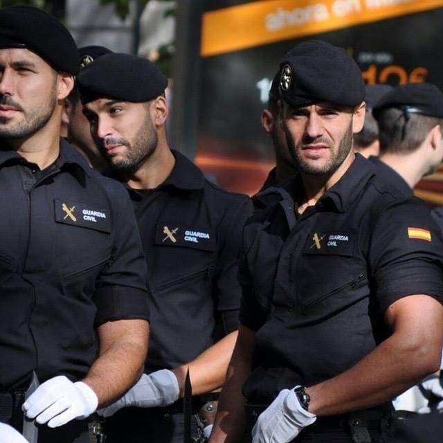 Gay la guardia spain