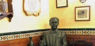 restaurante chikito statue of lorca