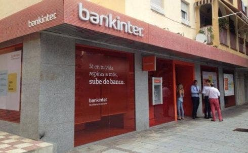 Three armed men rob bank on Costa del Sol and take off with €200,000