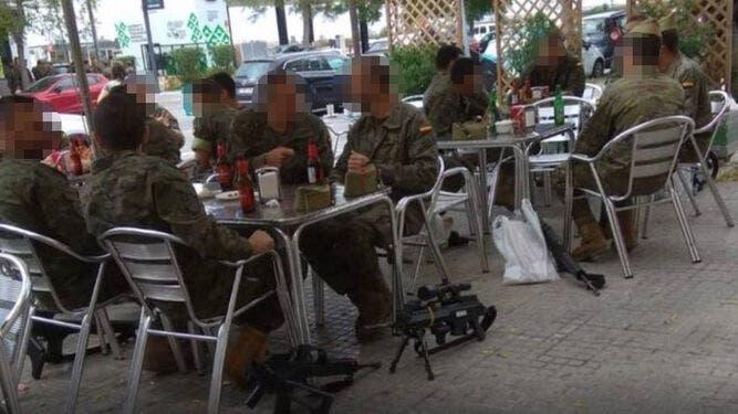 Legionarios Terraza Bar Armas Suelo_1396071247_110467957_667x375