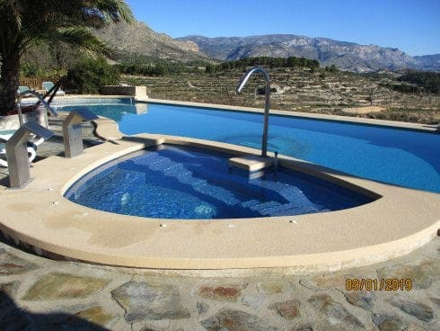 FEELING HOT: Expat installs Europe's first solar-heated jacuzzi on Spain's Costa Blanca
