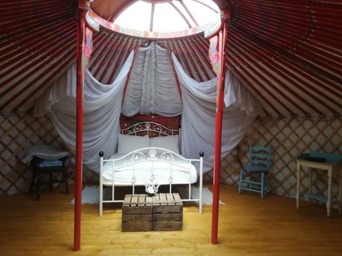 Yurt Mean / A round tent used by nomads (=people who.: