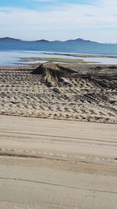 Los Urrutias Muddy Beach 2