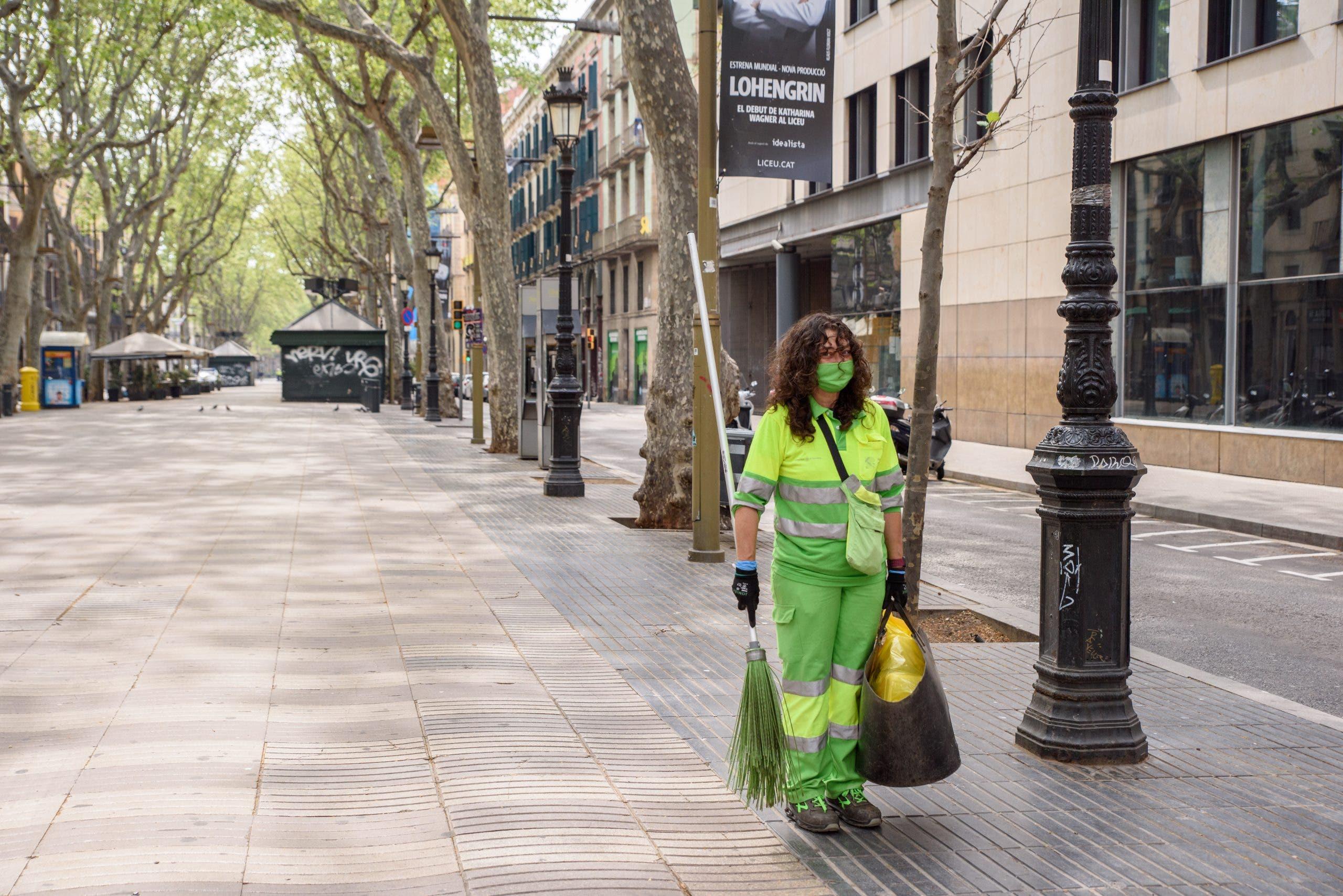 Street Cleaner On La Rambla