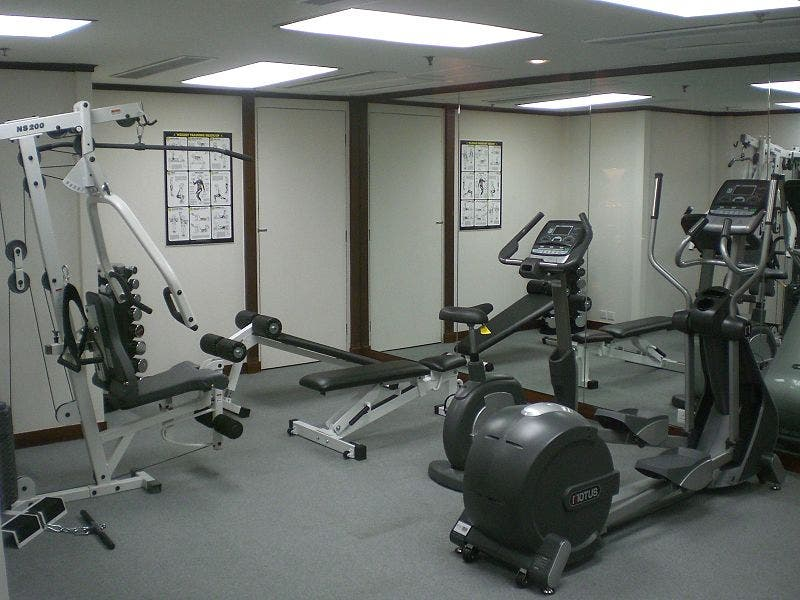 800px Hk_kln_city_regal_oriental_hotel_gym_room