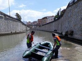 Mosquito War Stepped Up In Spain  S Costa Blanca With Inflatable Boat Used To Help Kill Off Pests Pic Option 1
