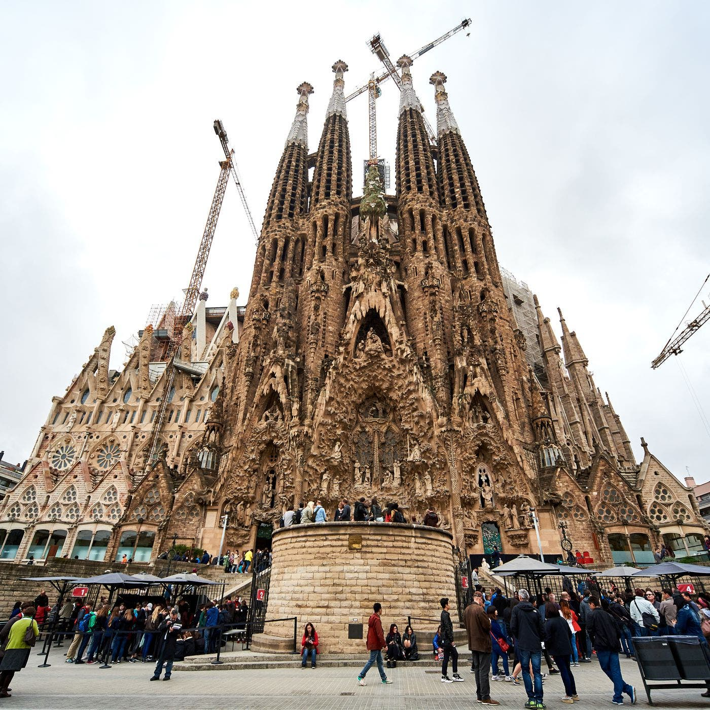 Spain S La Sagrada Familia Will Open Its Doors To Barcelona Front Line Professionals Free Of Charge For Two Weekends In July As A Thank You Olive Press News Spain