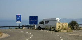 French Spanish_border_crossing_on_the_mediterranean_coast_ D914_ _n260 _ _panoramio