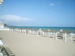 800px Fuengirola_beach_3