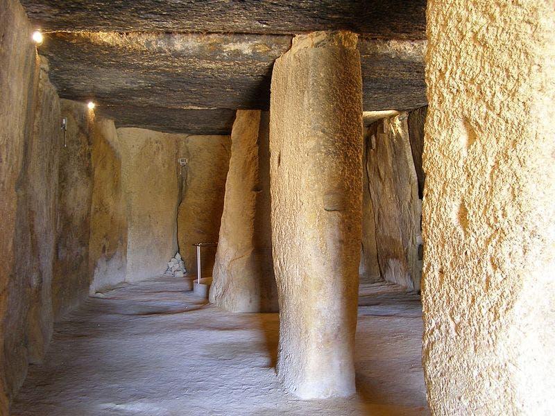 800px Antequera_dolmen_menga_1