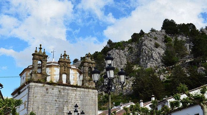 Iglesia_de_nuestra_se Ora_de_la_aurora_ _grazalema_ C Diz