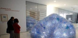 Plastic Pollution In World S Oceans Inspire Alicante Artist To Produce Unique Display In Spain S Costa Blanca