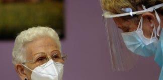 Araceli Una Anciana De 96 A Os Recibe En Guadalajara La Primera Vacuna Contra La Covid En Espa A