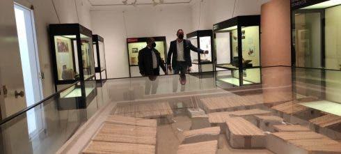 Imagen En El Museo Del Alcalde A La Izquierda Y El Edil De Cultura A La Derecha