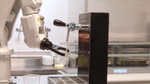 Robot duo stun punters by serving pints at Seville bar