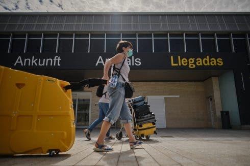 Tourists arrive in Spain Coronavirus airport