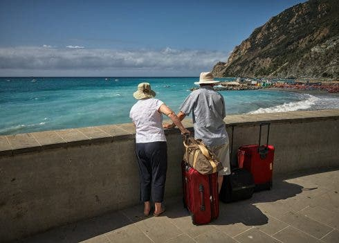 Expat beach in Spain with suitcases Vidar Nordli Mathisen /Unsplash